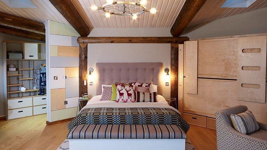 Zona de dormit cu pat matrimonial