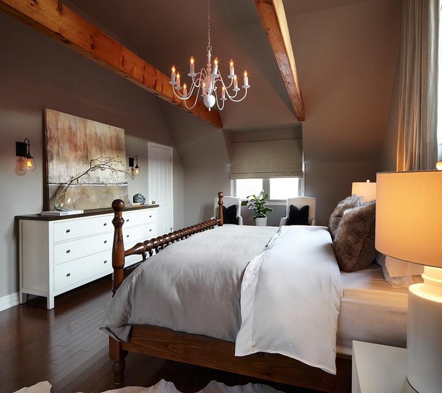Dormitor eclectic la mansarda