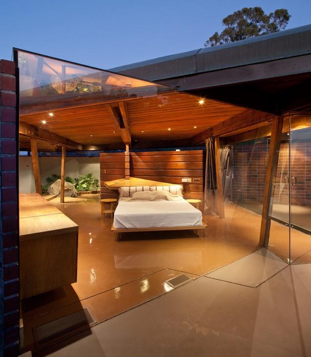 Dormitor modern cu pereti din sticla