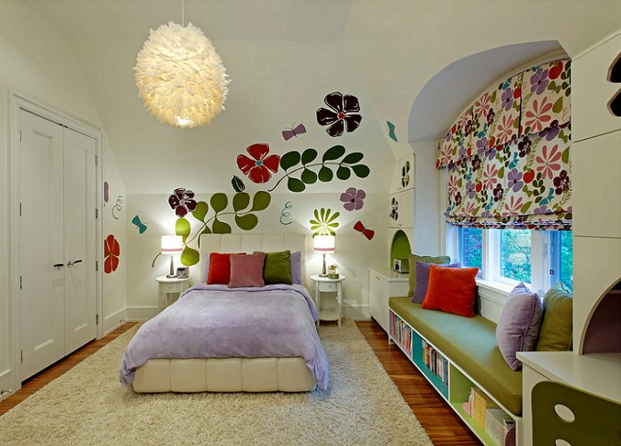 Camera tineret cu motive florale