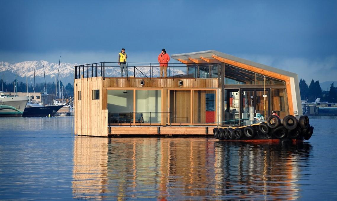 Casa plutitoare in stil modern industrial