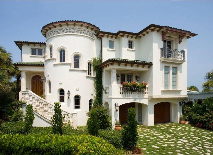 Casa stil meditereanean cu fatada alba