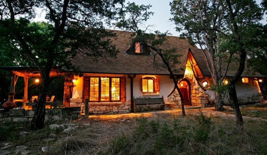Casa naturala realizata din lut
