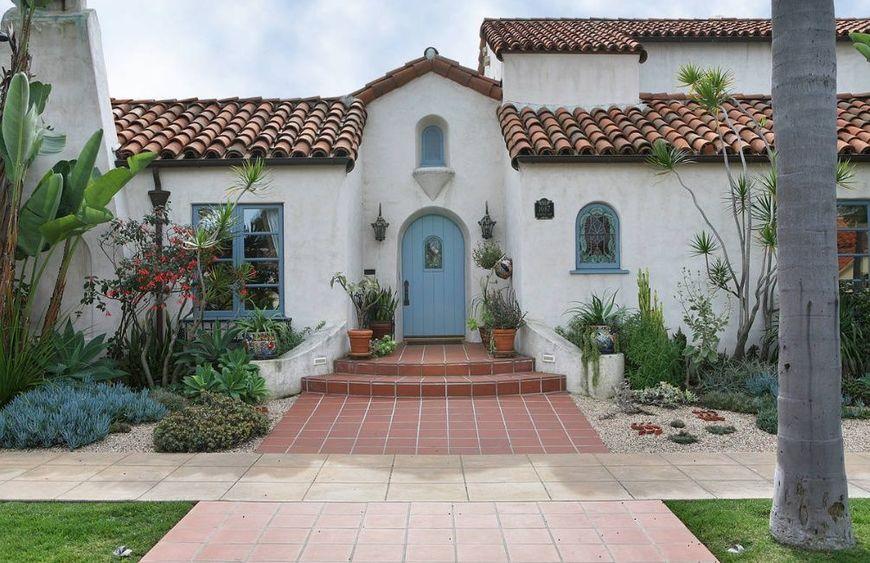 Fatada casa stil mediteranean