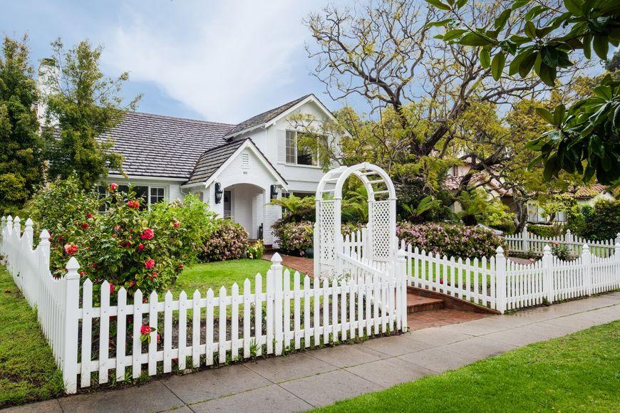 Gard alb lemn