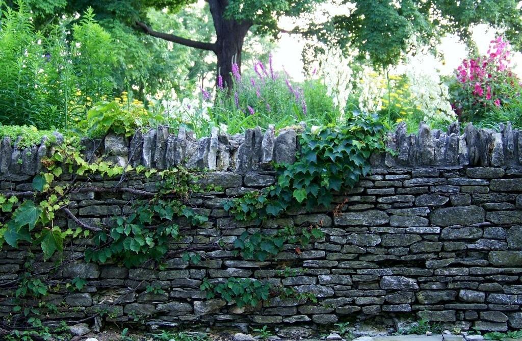 Gard rustic din piatra