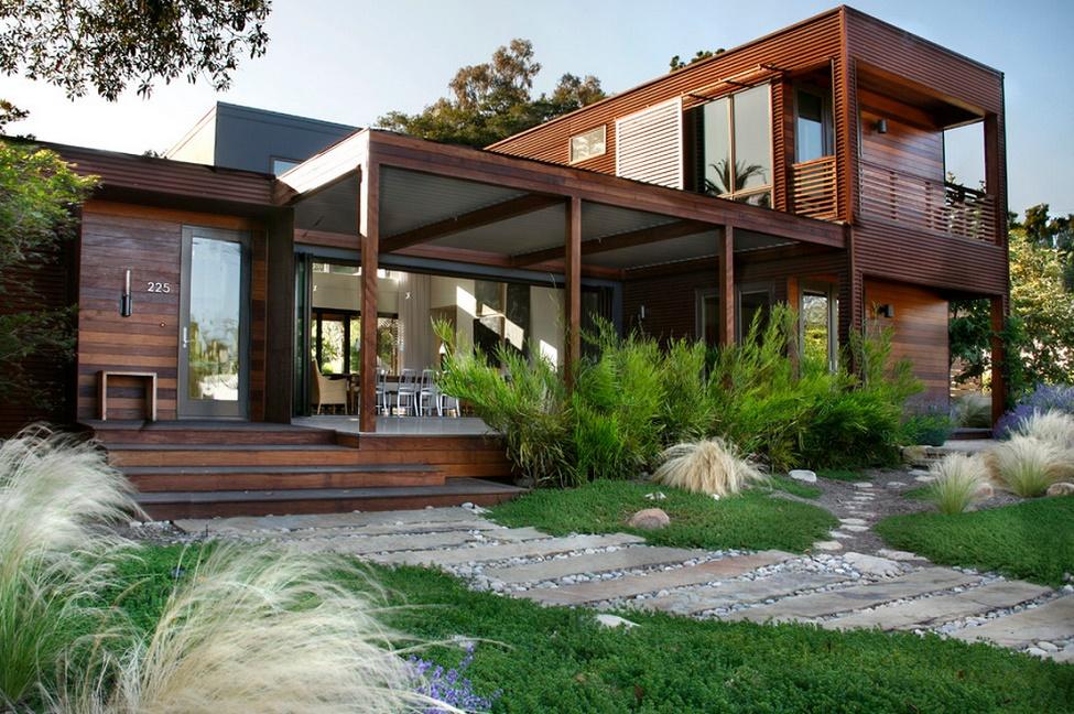 Casa moderna cu finisaje din lemn