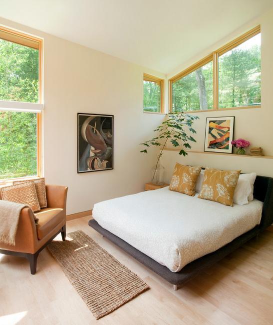 Dormitor modern, cu spatii vitrate generoase