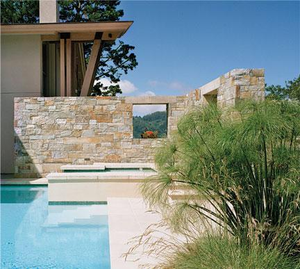 Imagine piscina Marin Residence, Sutton Suzuki