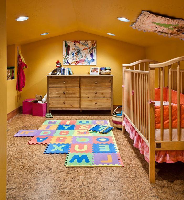 Culori si materiale naturale pentru camera copilului