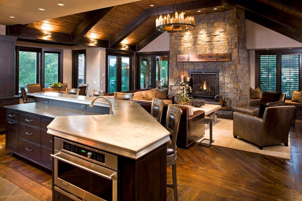 Elementele de decor rustice din living se imbina armonios cu dotarile ultramoderne ale bucatariei