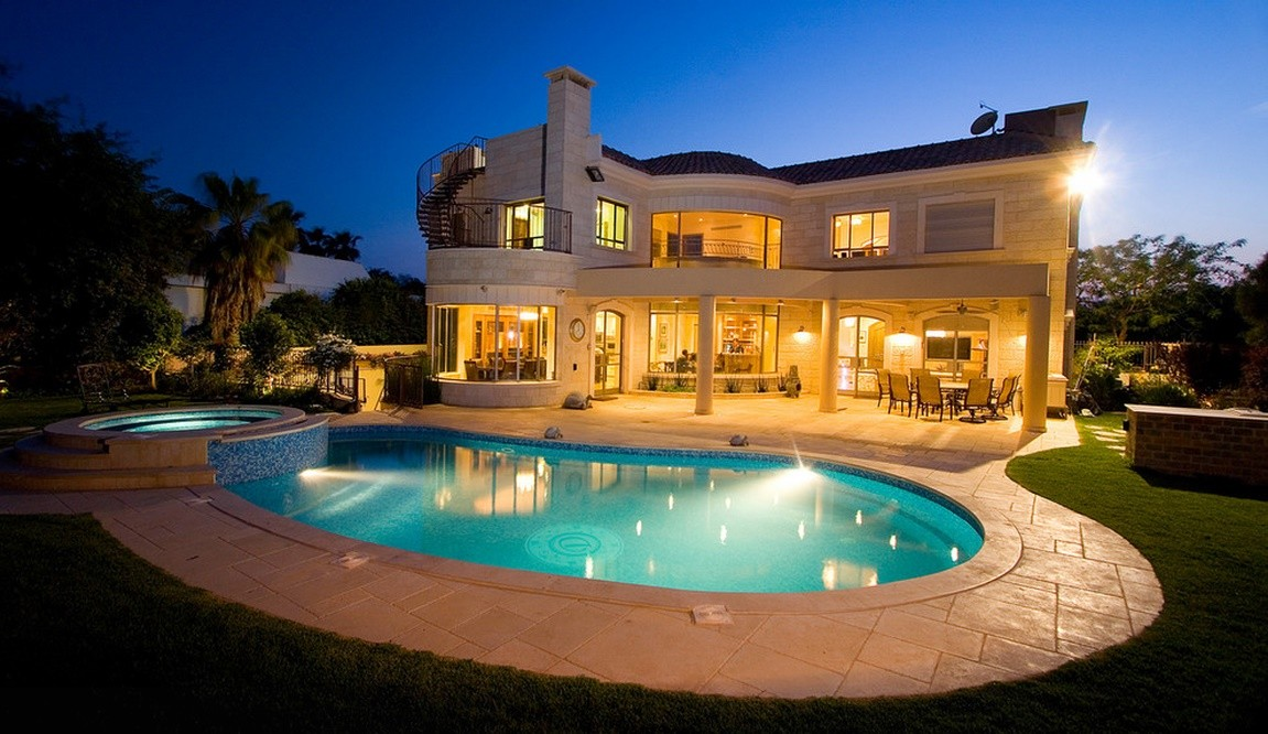 Piscina si casa in stil mediteranean - Case americane con piscina ...