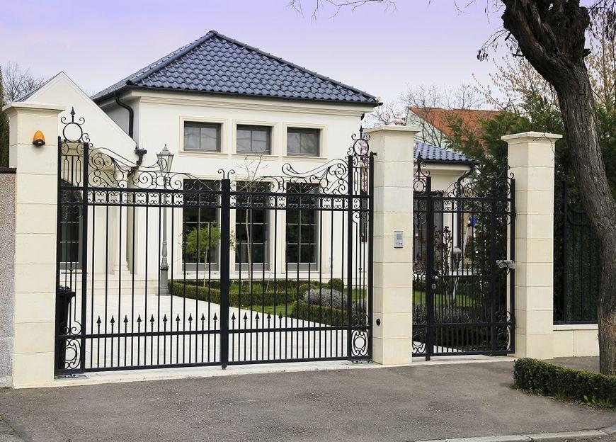 Placile de pavaj roma contribuie decisiv la reusita for Modele de garduri pentru case
