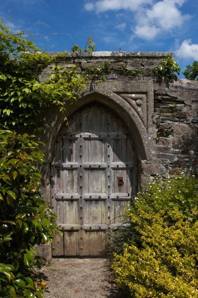 Poarta gotica din lemn