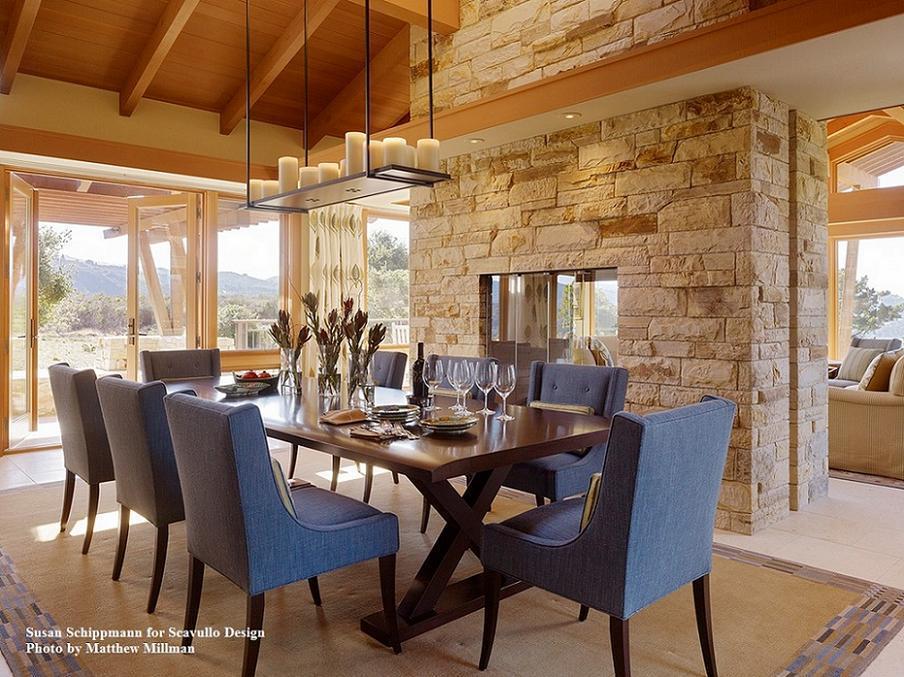 Sufragerie moderna finisata cu materiale naturale