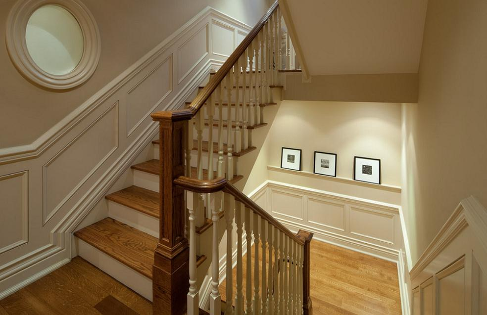 Scara din beton cu trepte si balustrada din lemn masiv