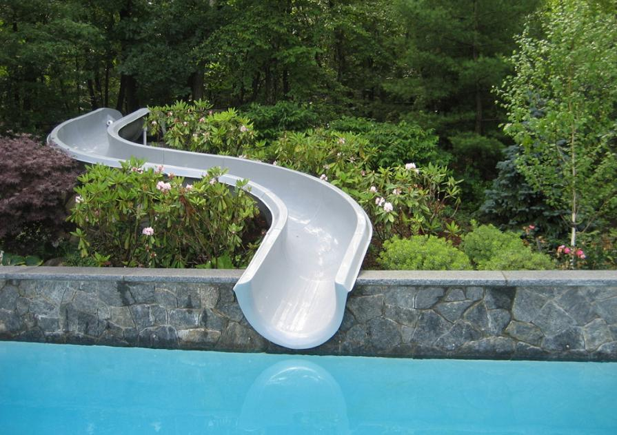 Distractie si relaxare la piscina!