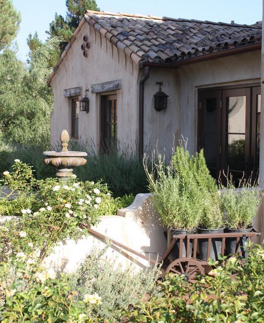 Casa mica in stil mediteranean rustic
