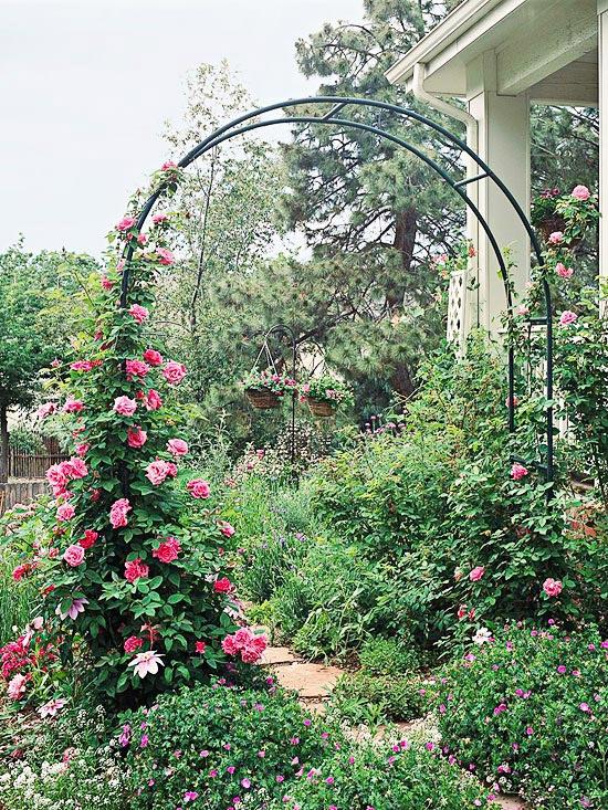 Suport metalic pentru trandafiri cataratori