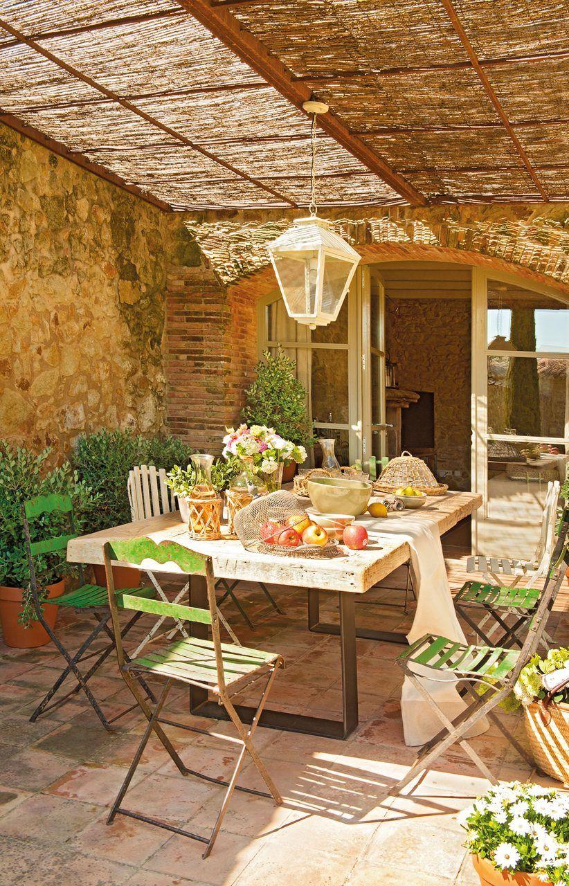 Loc de luat masa pe terasa