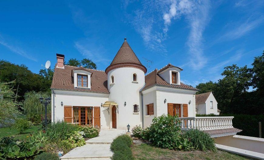 Casa cu o arhitectura traditionala
