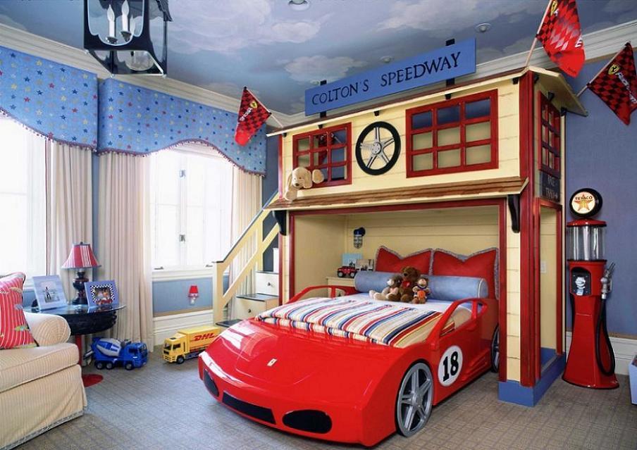 Camera pentru baieti cu pat masina