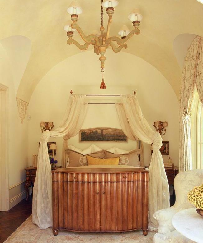 Culori calde si relaxante in dormitor