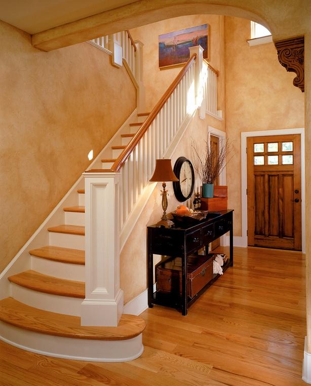 Scara interioara cu treptele din lemn de stejar