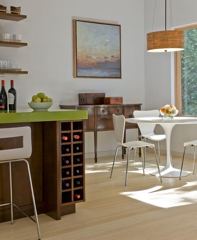 Sufragerie moderna cu o mica vinoteca