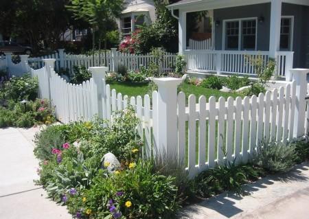 Poze Garduri si porti - Adauga plante decorative si in partea exterioara a gardului