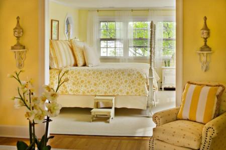 Poze Dormitor - Tonurile de crem si galben creaza o atmosfera calda si primitoare