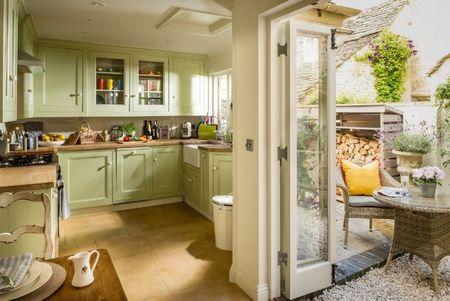 Poze Bucatarie - Unde preferati sa luati masa: in sufragerie sau pe terasa?
