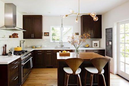 Poze Bucatarie - Lemnul aduce caldura si echilibru in aceasta bucatarie moderna