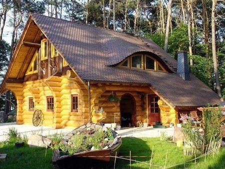 Poze Case lemn - O frumoasa cabana din lemn rotund
