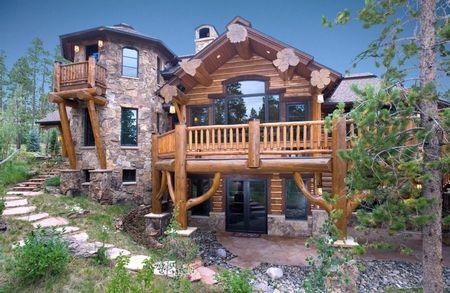 Poze Fatade - Casa de vacanta din lemn rotund si piatra naturala