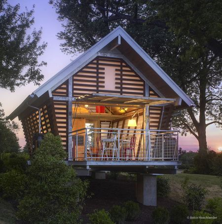 Poze Fatade - cabana-mica-etajata-piloni-exterior.jpg