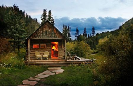 Poze Case lemn - Cabana din lemn intr-un peisaj superb