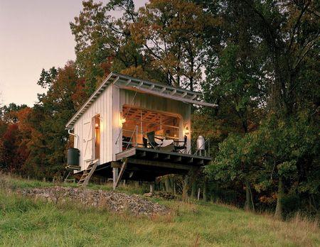 Poze Case lemn - cabana-mica-lemn-piloni-exterior-1.jpg