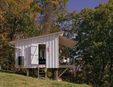 Poze Casute de gradina - cabana-mica-lemn-piloni-exterior-2.jpg
