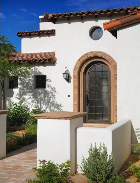 Poze Fatade - Intrarea unei case in stil mediteranean