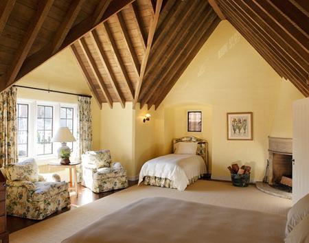 Poze Dormitor - Dormitor la mansarda, cu nuante placute si elegant
