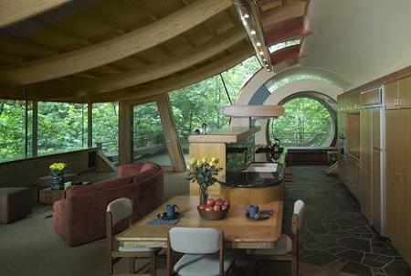 Poze Living - Living cu grinzi curbe din lemn stratificat