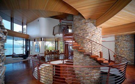 Poze Scari - Scara interioara in spirala, cu treptele din lemn construite in consola
