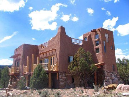 Poze Fatade - Casa construita doar cu materiale naturale