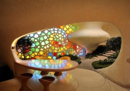 Poze Sufragerie - Locul de servit masa pastreaza fluiditatea formelor prezenta in intreaga locuinta