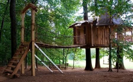 Poze Locuri de joaca - Casuta construita in copaci
