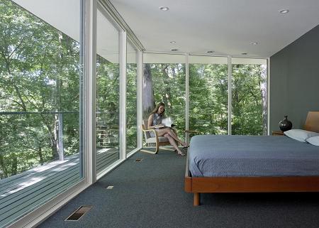 Poze Dormitor - Dormitor matrimonial ce  pare a se afla in coronamentul copacilor