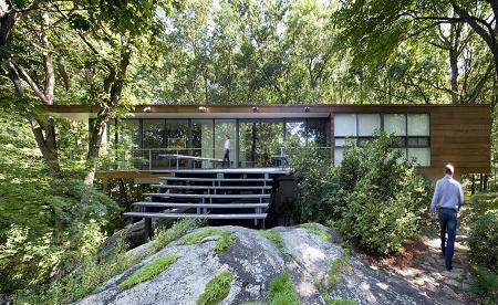 Poze Fatade - O locuinta moderna care reflecta simplitatea si este conectata cu peisajul inconjurator