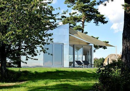 Poze Terasa - Terasa unei case cu fatada invelita in aluminiu