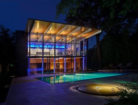 Poze Piscina - Lumini si umbre la piscina